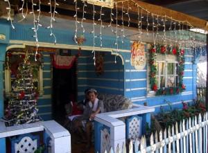 auf dem Heimweg im nahen Dorf,Weihnachtsidylle,....Kontrastprogramm
