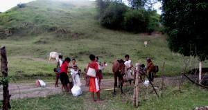 Stammmitglieder,die sich in die Nacht,in die Berge,aufmachen