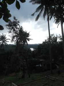 Dorf über dem Fluß