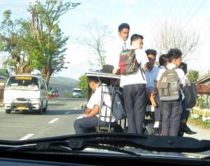 Auf dem Weg in die Berge: *Schulbus*